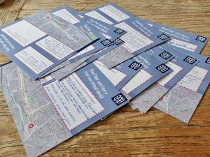 Stapel met enquêtes ingevuld door bewoners van de Lange Nieuwstraat