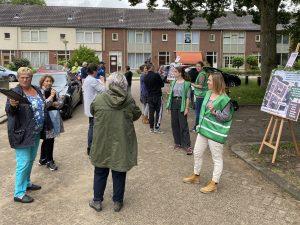Bewoners van het Heemsthof denken mee en vullen ideeënformulieren in over het opknappen van de Kruidenbuurt