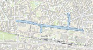 De betreffende straten zijn op de plattegrond blauw gekleurd.