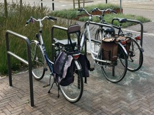 Foto van fietsnietjes: een parkeerplek voor fietsers